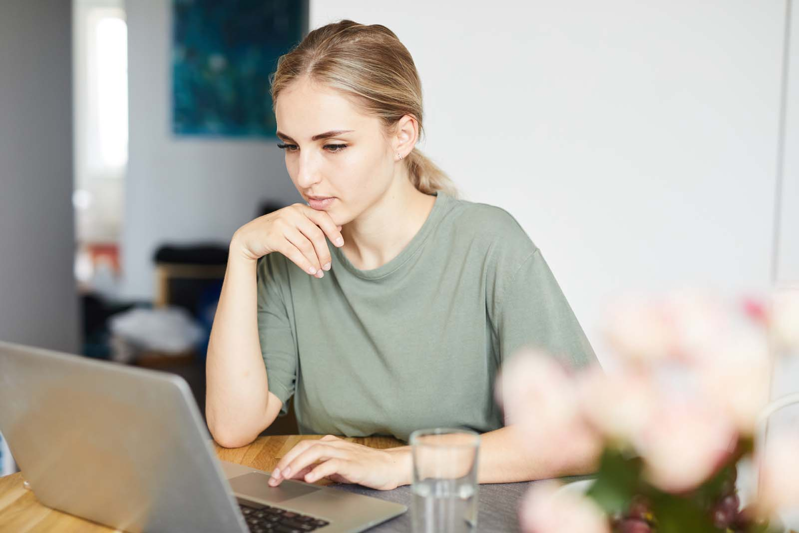 freelance woman working on her computer